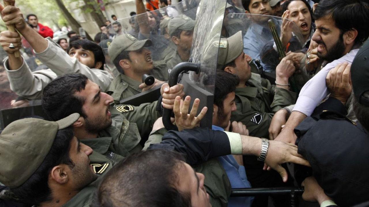 أزمات طهران: