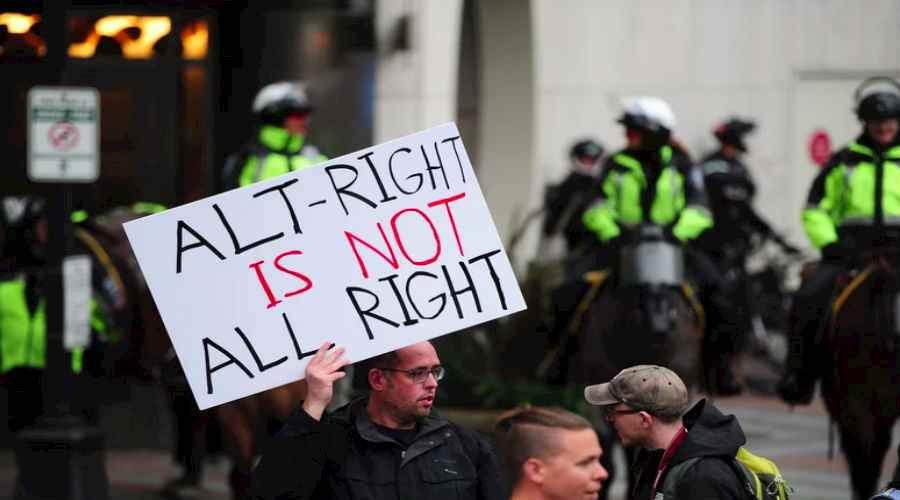 مسارات عنصرية: